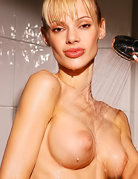 Skinny blond likes posing naked before she takes the shower as well as during she does it.