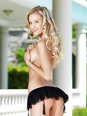 Candice B Picture 6