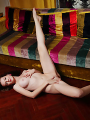 Emily Bloom Picture 13