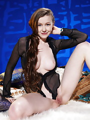 Emily Bloom Picture 4