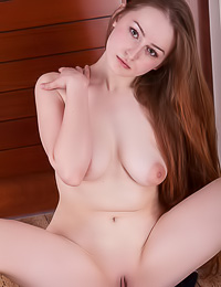 Endearing brunette skank exposes soft her natural knockers and her delicious shaved pussy.