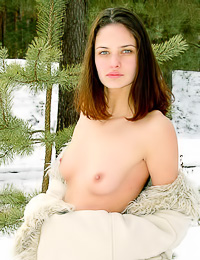 Winter has nothing on this hottie, Joulie E likes outdoor nudity no matter the temperature.