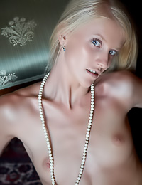 Smoking hot blonde gal Kasia B takes off her clothes and exposes her fuckable wet cunny.