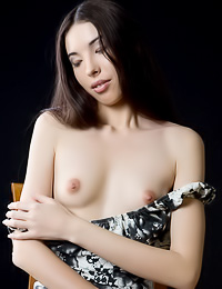 Beautiful long hairred brunette Sabrina E takes her sexy dress up and shows her fresh cunny.